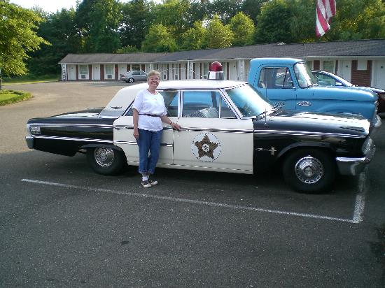 Sobotta Manor Bed & Breakfast: 1962 police car
