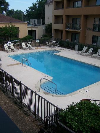 Courtyard by Marriott Savannah Midtown: pool