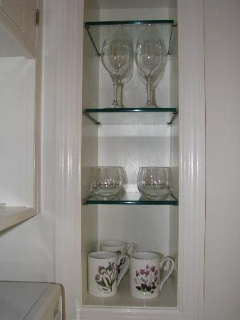 Inn at Montchanin Village: Proper coffee mugs and glassware