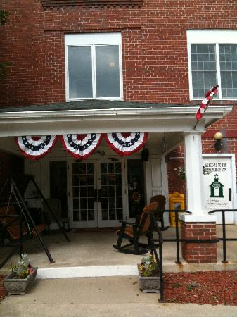 Pinebridge Inn: Front Entrance