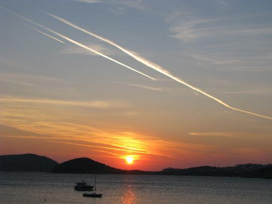 London Hotel: Sunset near Sounio