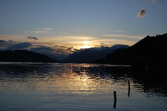 Dobriach, Østerrike: coucher de soleil sur le lac chaud