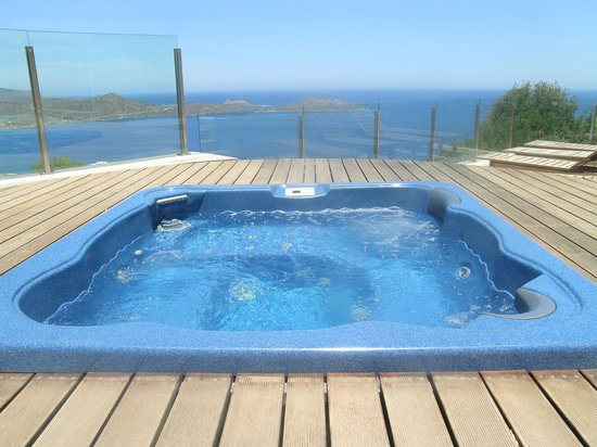 Adrakos Apartments: Jacuzzi