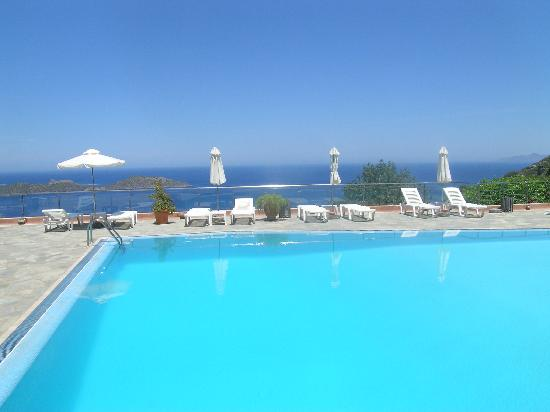 Adrakos Apartments: Pool