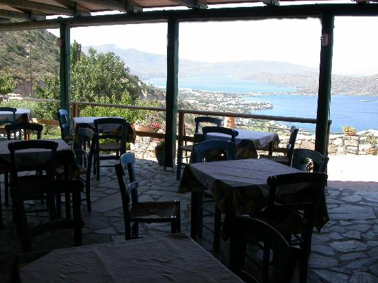 Adrakos Apartments: Restaurant