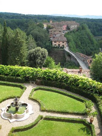Il Borro Relais & Chateaux: Fountain & Garden