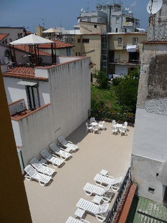 Astoria Hotel: One of the two sun bathing terraces