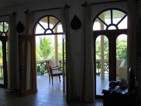 Shangri-Lanka Villa: View to balcony from room