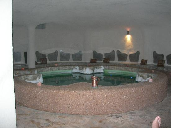 Peace Vista Country Lodge (Mitzpe Hashalom): The salt pool inside a Hamam like cave