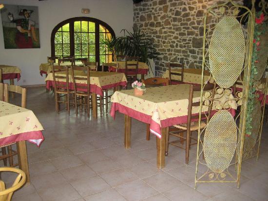 Le Pradinas : salle de restaurant