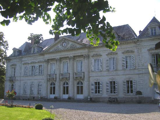 Saulty, Frankrijk: view of chateau