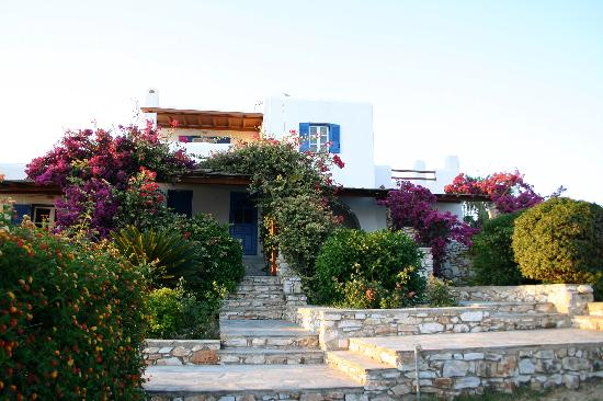 Paros Agnanti Resort: Building with our hotel room