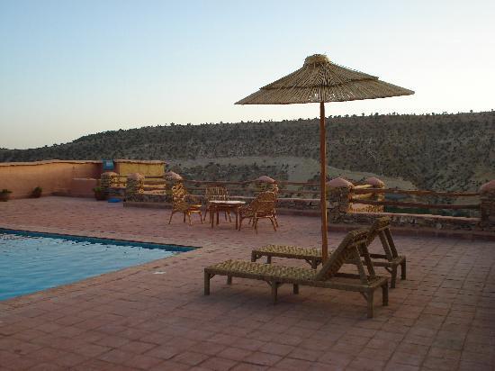 au bord de la piscine c'est genial surtout au cauché du soleil inoubliable