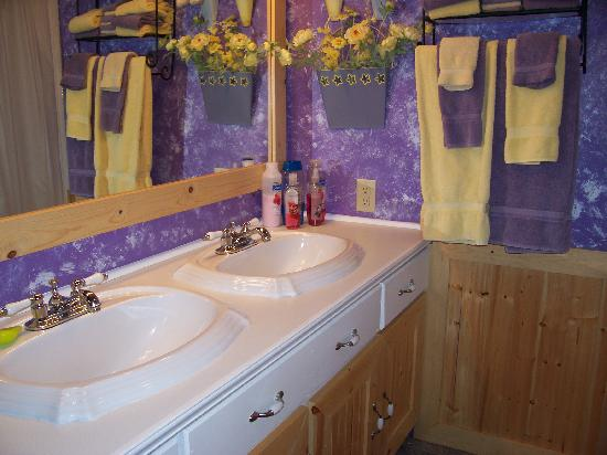 Fishermans Widow Bed & Breakfast: Double sinks in our private bathroom