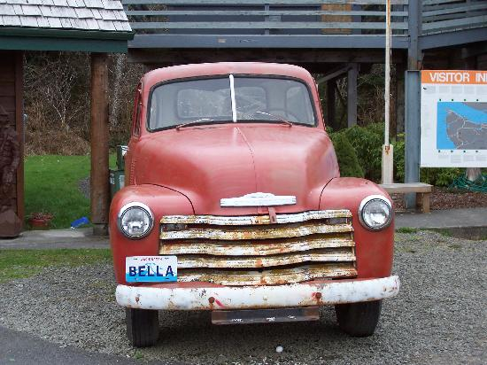 Fishermans Widow Bed & Breakfast: Truck outside the Chamber of Commerce