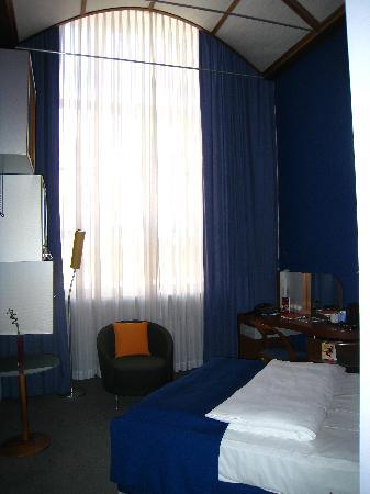 Sheraton Hannover Pelikan Hotel: bedroom