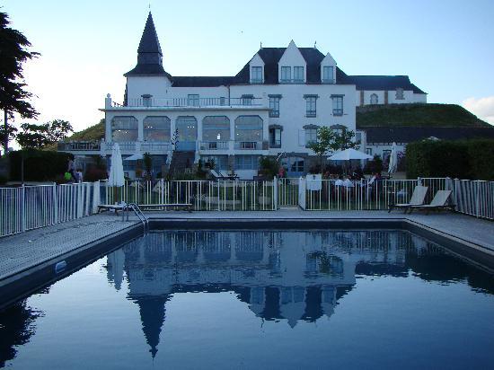Hotel Tumulus : La piscine et l'hotel
