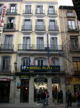Hostal Plaza D'ort: Front View
