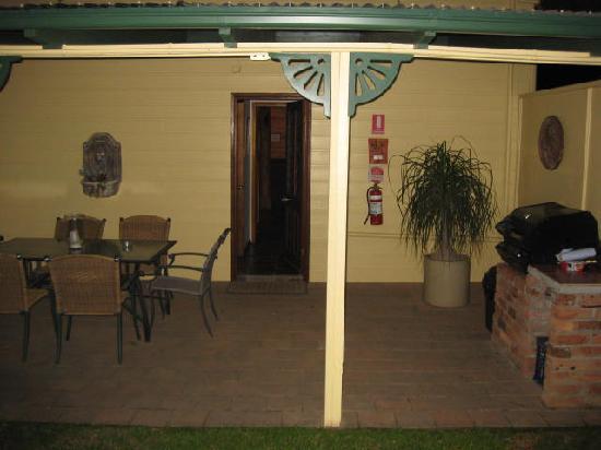 Splinters Guest House : Own entertainment area & bbq