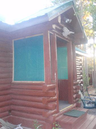 Rustic Wagon RV Campground & Cabins: Front of cabin #7