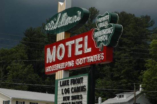 O'Sullivan's On The Lake Motel: I know, who cares about the sign