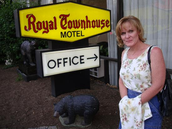 Royal Town House Motel : The closest we got to bears on our trip...
