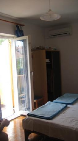 Jagoda and Ante Bracanovic House: Room and door to Balcony