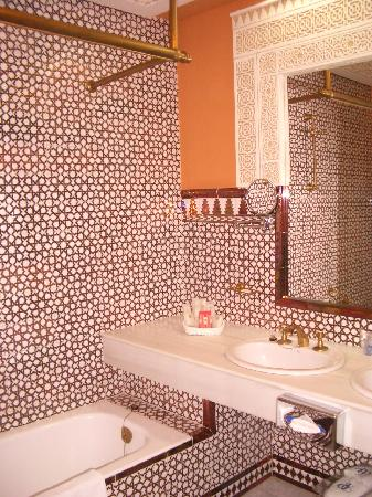 Alhambra Palace Hotel: Bathroom