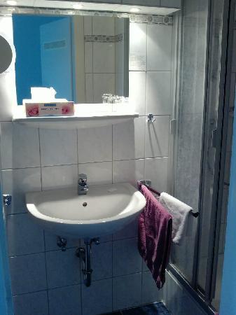 Gaestehaus Spieker: bathroom