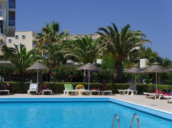 Pegasos Deluxe Beach Hotel: La ppiscine de l'hôtel
