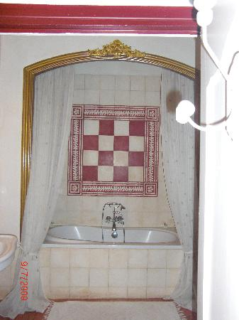 Cotignac, Francia: our bathroom