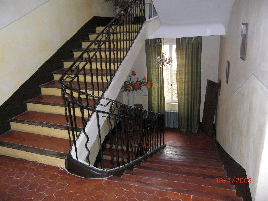 Maison Gonzagues : the stairs and landing