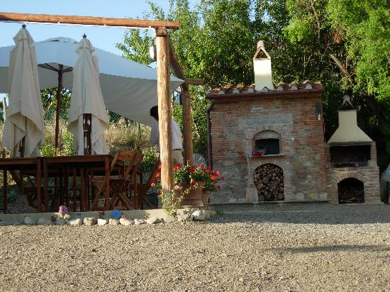 Podere Borgaruccio: Great outdoor gathering spot