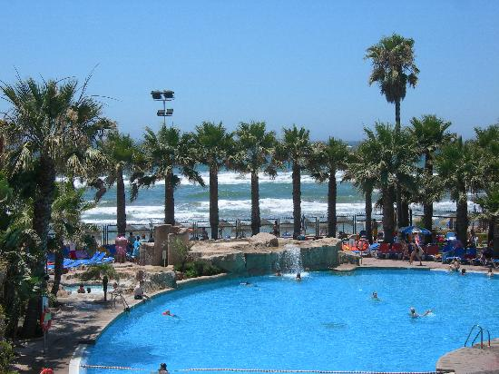 Marbella Playa Hotel: Ausblick auf Pool und Meer