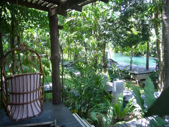 The Sundays Sanctuary Resort & Spa: charming balcony area