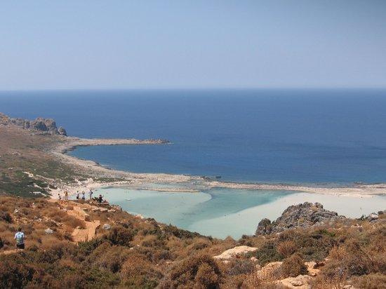 Mirtilos Studios & Apartments: Arrivando a Balos scendendo dalla montagna