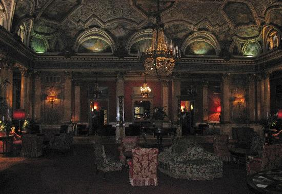 Grand Hotel Plaza: Waiting for Ava and Frank....