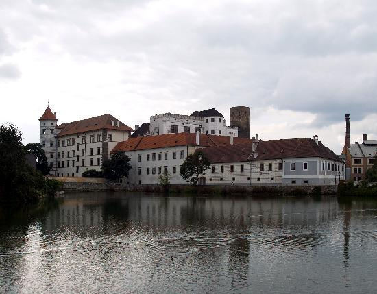 Jindrichuv Hradec, Tsjekkia: The castle from Vajgar fishpond