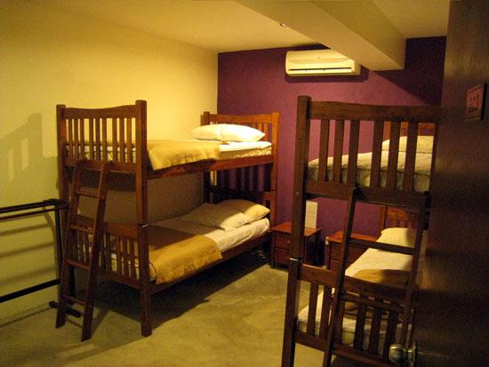 Velvet Lodge and Lounge: 4-Bed room with air conditioning