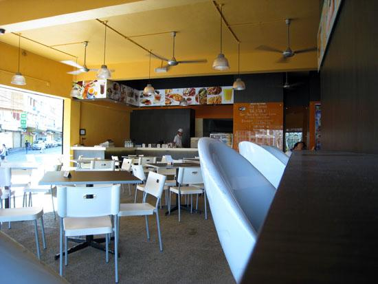 Velvet Lodge and Lounge: Cafe on ground floor