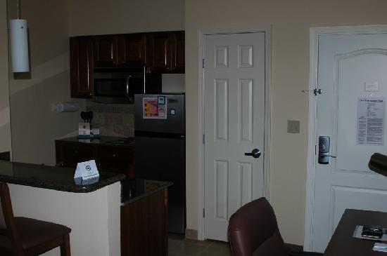Staybridge Suites Lafayette-Airport: Kitchenette