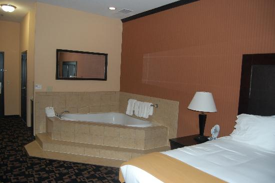 Holiday Inn Express Hotel & Suites - Glen Rose: The jucuzzi