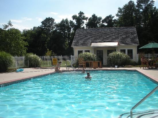 George Brooks House B&B: the pool was so refreshing!!!