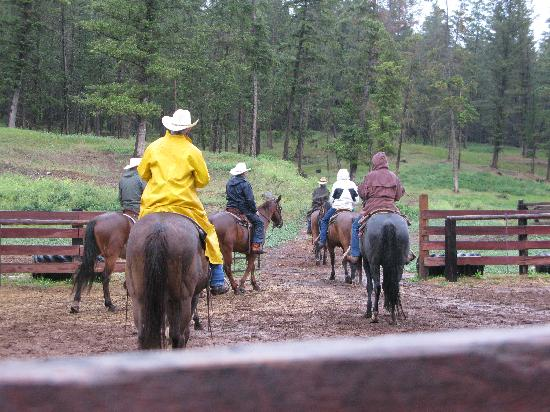 Three Bars Guest Ranch: Leaving for a ride