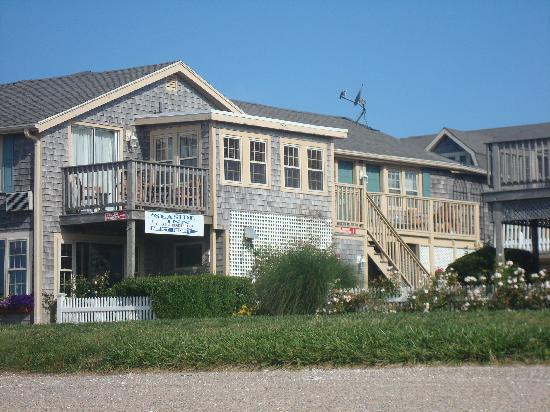 The Seaside Inn: Looking at the Inn from the beach