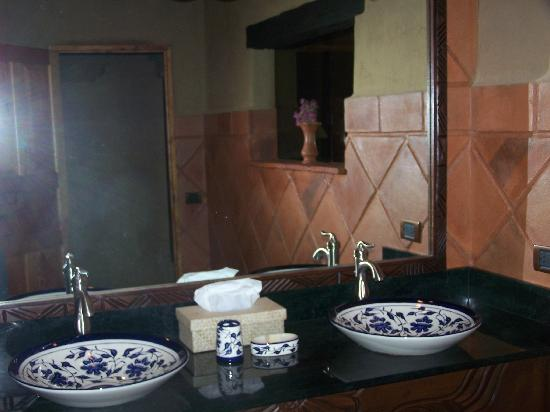 Laguna Lodge Eco-Resort & Nature Reserve: nice bathroom