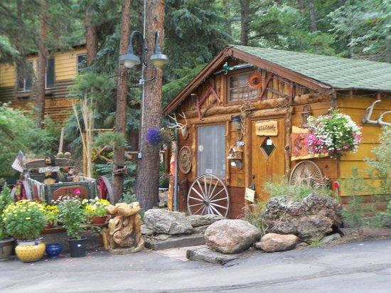 Pine Haven Resort: front entrance