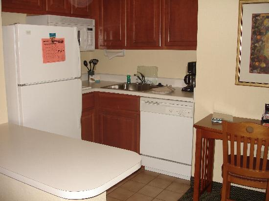 Staybridge Suites South: Kitchen room 129