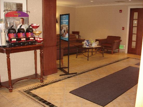 Staybridge Suites South: Lobby and coffee