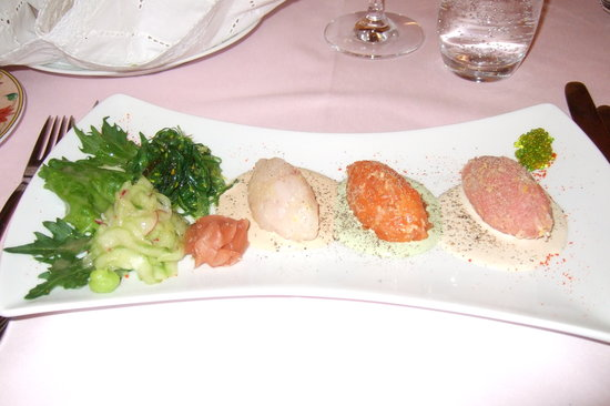 Vincent: starter of 3 fish tartares with Japanese salads